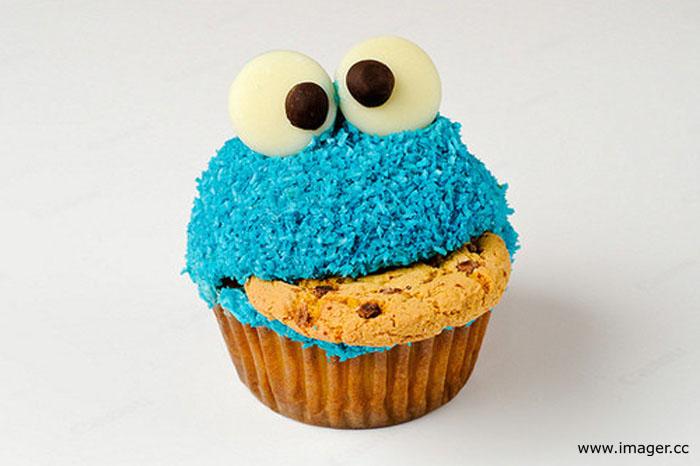http://edfromct.files.wordpress.com/2009/02/cookiemonstercupcake_700.jpg